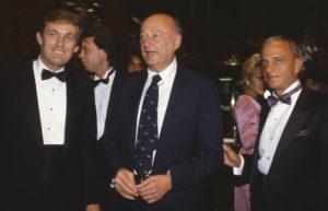 Trump, su padre junto al abogado Ray Cohn